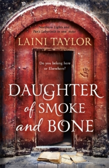 Daughter of Smoke and Bone : The Sunday Times Bestseller. Daughter of Smoke and Bone Trilogy Book 1, Paperback Book
