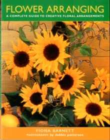 Flower Arranging : A Complete Guide to Creative Floral Arrangements, Paperback Book