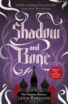 The Shadow and Bone : Book 1, Paperback Book