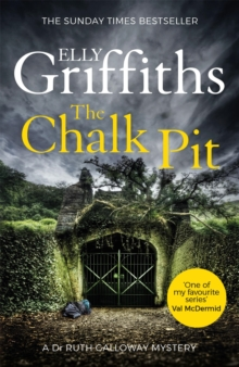 The Chalk Pit : The Dr Ruth Galloway Mysteries 9, Paperback Book